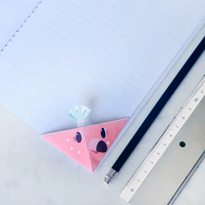 Origami bookmark DIY